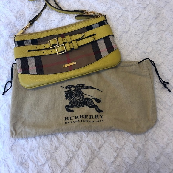 e14aae6cdb34 Burberry Handbags - Burberry Bridle House Check Clutch